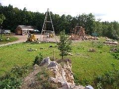28.6.2009 Stavba nové rozhledny Bára u Chrudimi, pohled z Čertovy skalky [autor: Pavel Vondrášek]