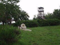 1.7.2009 Rozhledna Barborka, Minibarborka a socha [autor: Pavel Vondrášek]