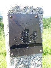 13.6.2009 Pamětní kámen s tabulkou k otevření rozhledny [autor: Pavel Vondrášek]