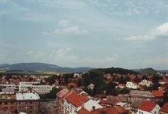 2000 Pohled z jičínské věže na Čeřovku (nejbližší vrch na fotografii) [autor: Pavel Vondrášek]