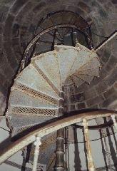 Litinové schodiště uvnitř rozhledny [autor: Eva Vondrášková st.]