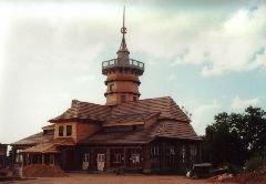 Chata s rozhlednou Dobrošov u Náchoda v době rekonstrukce [autor: Pavel Vondrášek]