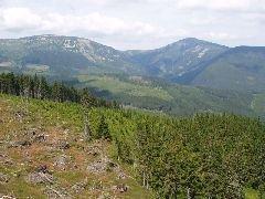 10.8.2009 Výhled na Studniční horu, Sněžku a Růžovou horu [autor: Pavel Vondrášek]