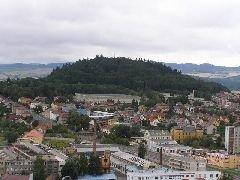 14.8.2004 vrch Klatovská hůrka z Černé věže v Klatovech [autor: Eva Kohlíčková]