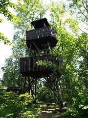 2.7.2010 Původní rozhledna v areálu hradu Skuhrov nad Bělou [autor: Pavel Vondrášek]