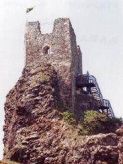 Hrad Trosky u Rovenska s vyhlídkovou věží Babou [autor: Eva Vondrášková st.]