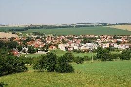 6.7.2012 Výhled z rozhledny na obec Nivnice [autor: Petr Kohl]