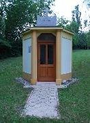5.7.2012 Kaple povýšení svatého kříže postavená 1947 stojí poblíž rozhledny [autor: Petr Kohl]