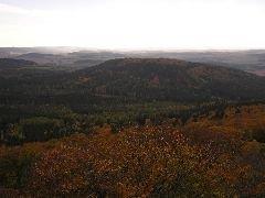 22.10.2005 Pohled z rozhledny na Malý Blaník [autor: Pavel Vondrášek]