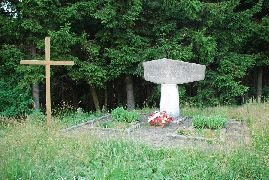 6.7.2012 Památník vedle rozhledny [autor: Petr Kohl]