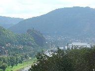 Výhled z rozhledny na hrad Střekov [autor: Pavel Rotrekl]