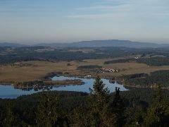 1.11.2008  Pohled na lipenské jezero s částí Šumavy [autor: Pavel Vondrášek]