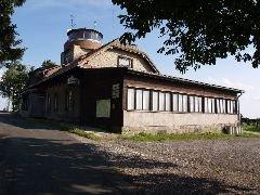 14.8.2009 Chata s rozhlednou Zvičina u Dvora Králové nad Labem [autor: Pavel Vondrášek]